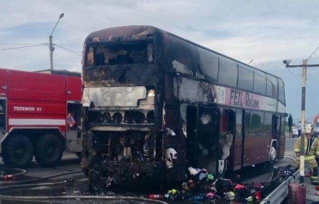 Возвращались дети домой: фото и видео сгоревшего автобуса прислал шахтинец