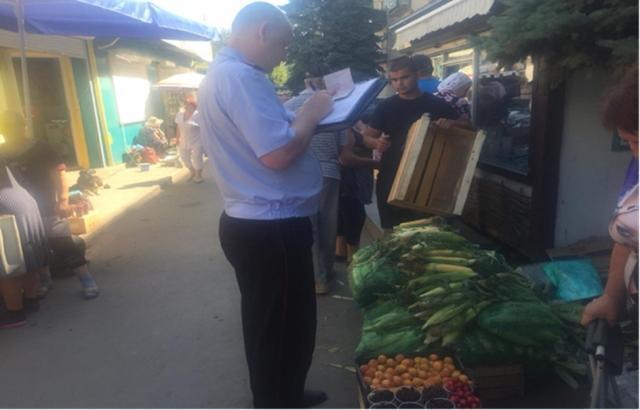 На Артемовском рынке в Шахтах оштрафовали за несанкционированную торговлю