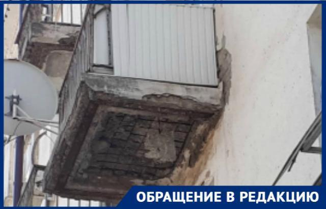 На Победе Революции в Шахтах рушатся балконы