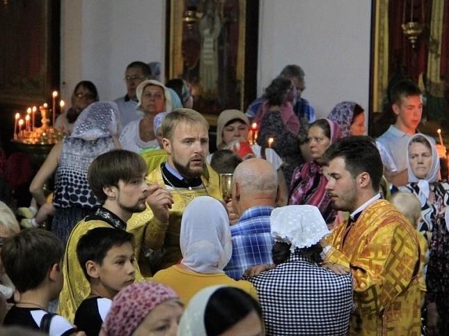 В честь апостолов можно есть рыбу и творог, а вот купаться - нежелательно: православные шахтинцы празднуют День Петра и Павла и готовятся к свадьбам