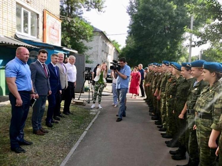 Космонавт Романенко прилетел в Шахты