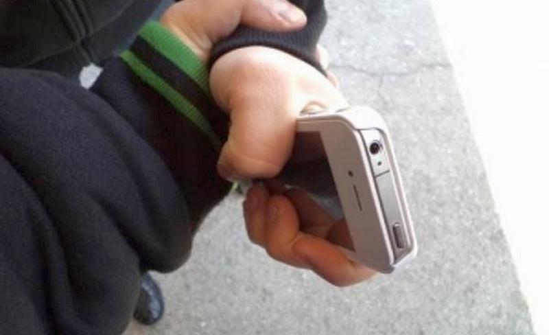 19-летний шахтинец «отжал» мобильник у незнакомца и теперь пойдет под суд