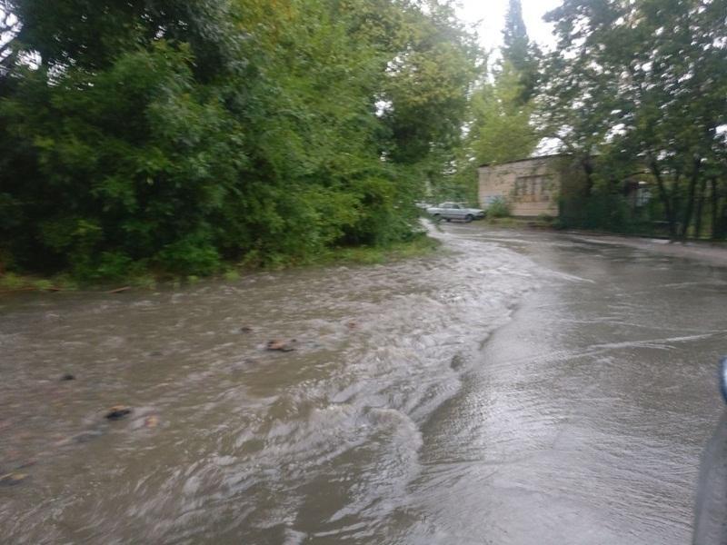 «Наших детей сносит мощным потоком воды по пути в школу», - и снова об улице Земледельческой в Шахтах