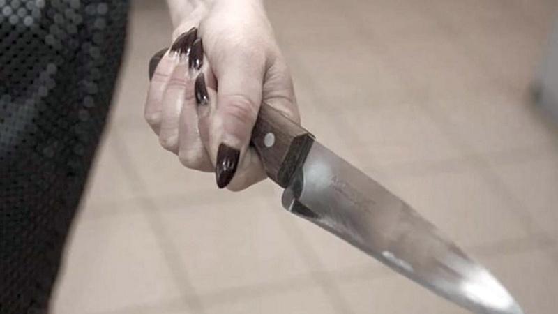 Шахтинка в разгар ссоры порезала своего сожителя ножом