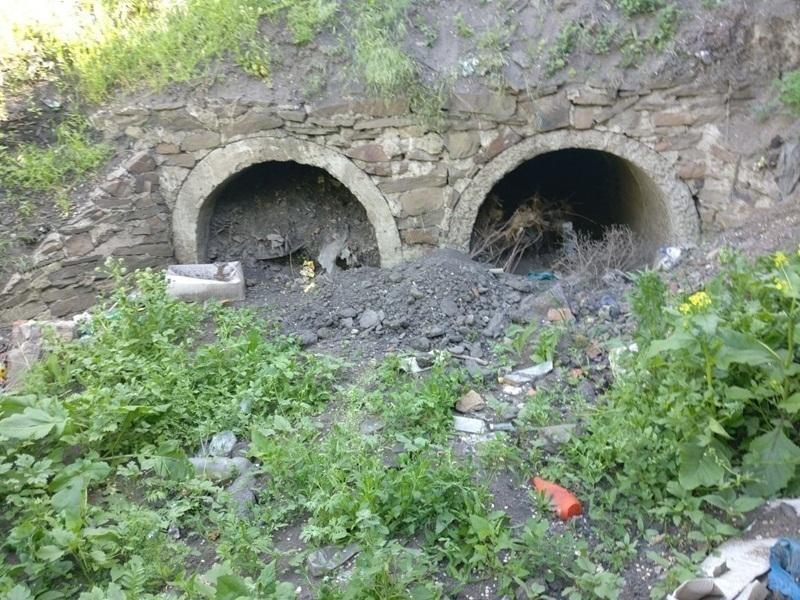 Шахтинская администрация засыпала сточные трубы, расчищенные местным предпринимателем