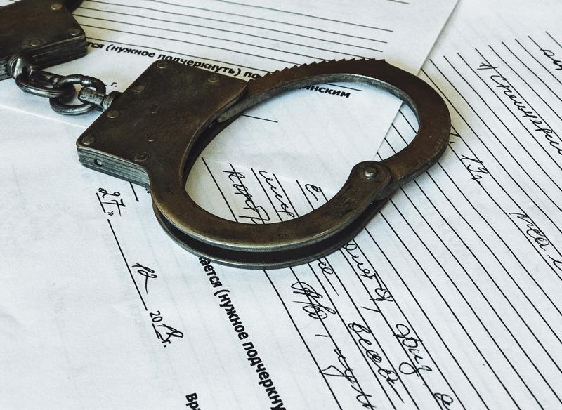 «Будешь приносить мне 50 тысяч каждый месяц»: в Шахтах полицейский «крышевал» наркоторговца