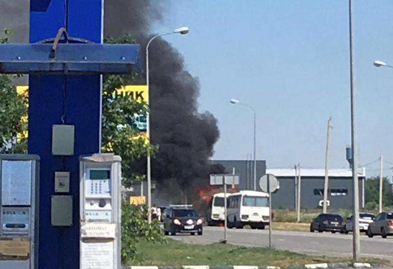 В Шахтах загорелся и взорвался пассажирский автобус