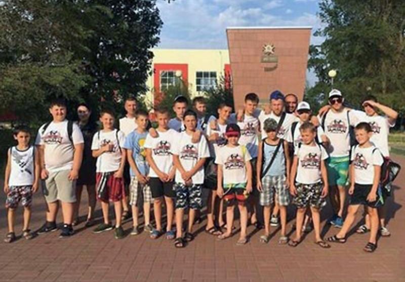 Пянадцать наград завоевали кикбоксеры из Шахт на областном турнире