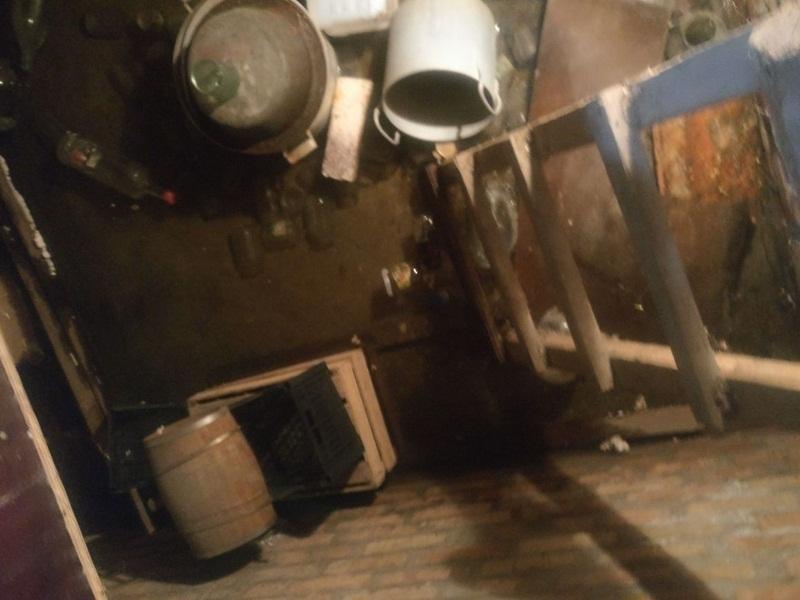 Дом, в котором более 50 лет не было капремота, разрушает вода, затопившая подвал в Шахтах