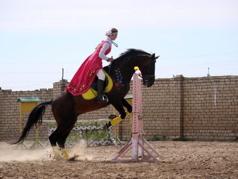 Костюмированные скачки на лошадях и приключения детектива Пикачу: шахтинская афиша на неделю