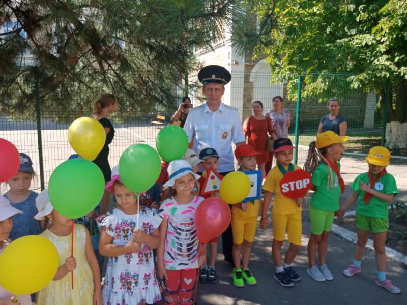 Шахтинские дошколята узнали безопасный путь в детский сад