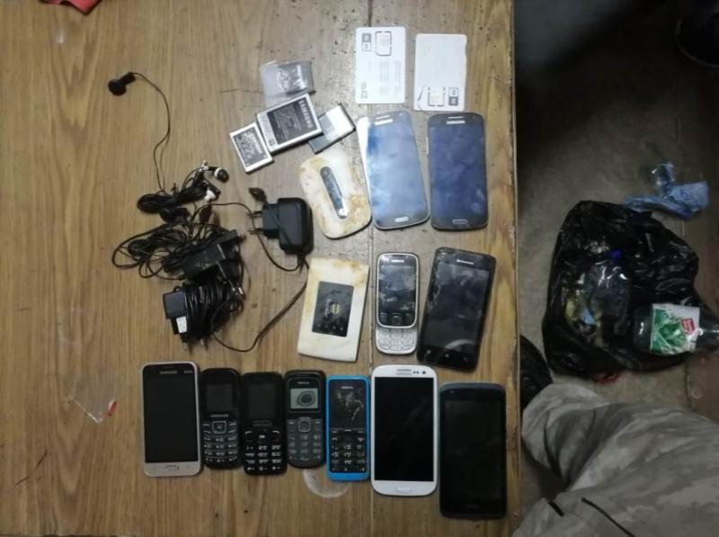 Шахтинец пытался незаконно передать на «зону» 11 мобильников