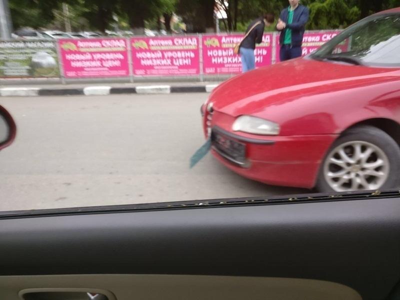 В Шахтах из-за аварии ВАЗа, «Альфа Ромео» и маршрутки в центре города скопилась пробка