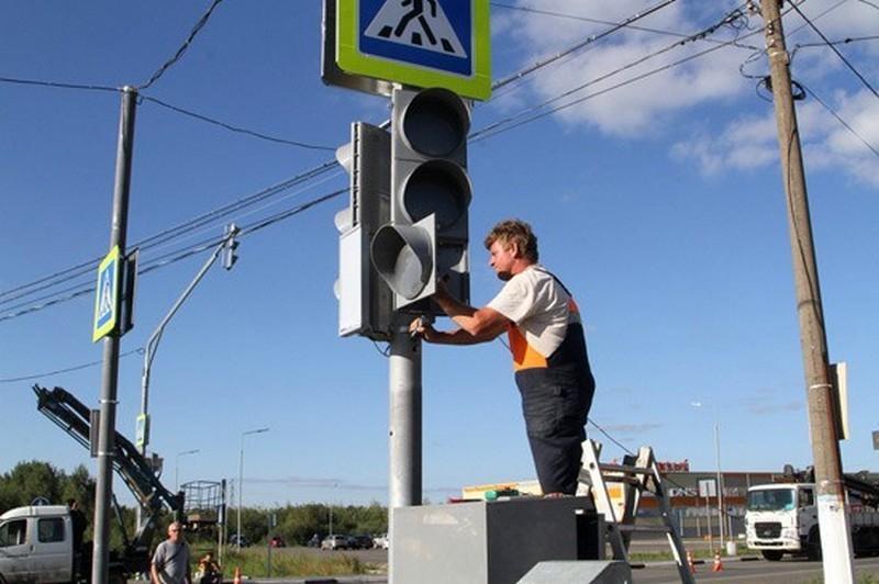 Неизвестные разобрали на запчасти недавно установленный светофор в центре города