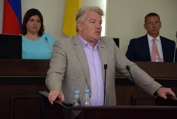 «Деньги привез», - спросили шахтинцы у депутата Максима Щаблыкина