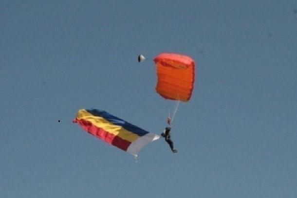 Показательные выступления парашютистов прошли в небе над Шахтами