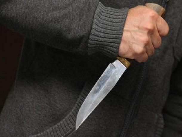 Ножом в живот ударил 74-летний пенсионер из Шахт молодого парня