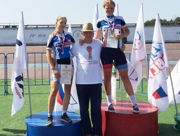 Сразу четыре «золотые» медали привезли с первенства России по велотреку шахтинки Софья Володина и Алина Мелихова