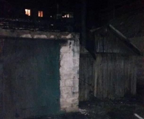 Неизвестные подожгли три гаража на Рождество в Шахтах