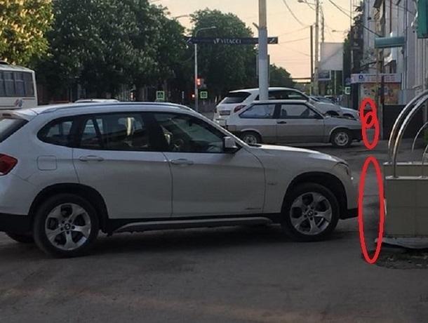 На проспекте Победы Революции в Шахтах машины и пешеходы поменялись местами