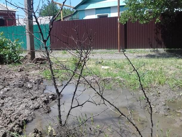 В болото превращается перекресток Ударного и Холодова в Шахтах