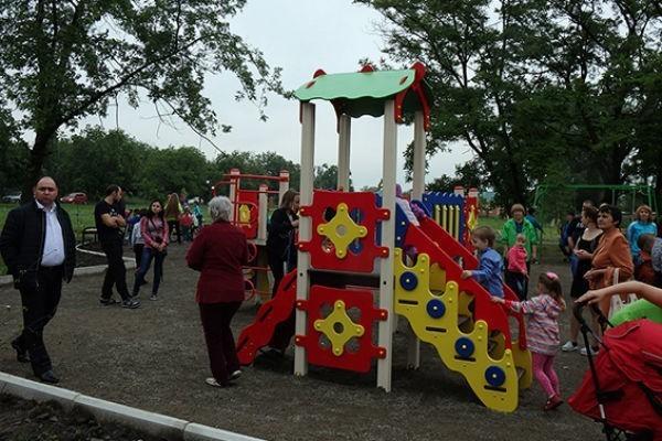 Через два года после открытия власти решили принять парк на Фрунзе в собственность города Шахты