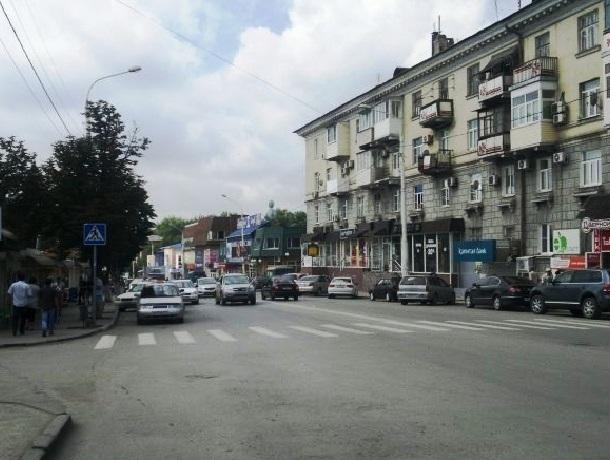 В Шахтах демонтируют пешеходный переход на Победе Революции