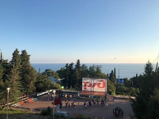 Бесплатные детские путевки на Черное море предлагают в Шахтах
