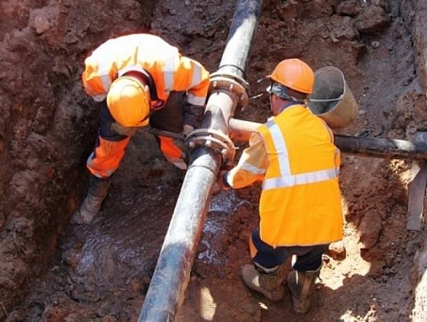 Из-за аварии на водопроводе три района в Шахтах остались без воды