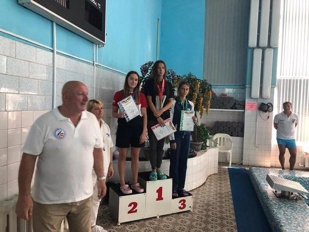 Пловцы шахтинской спортивной школы № 5 завоевали 13 медалей на чемпионате области