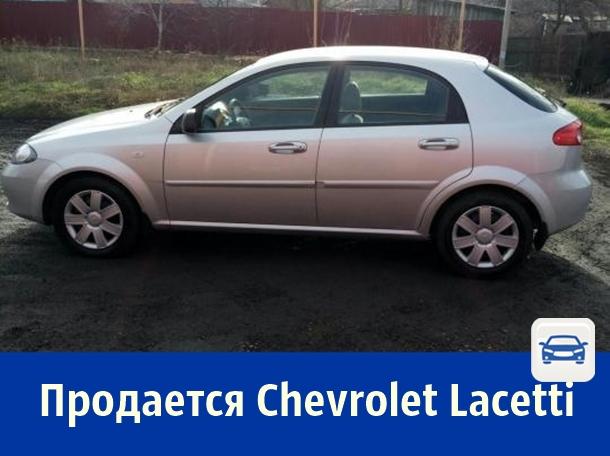 Продаётся серебристая «Шевроле Лачетти» за 330 тысяч рублей