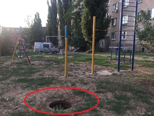 Открытый колодец брошен в паре метров от детской площадки в Шахтах