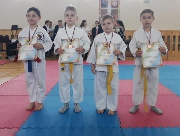 Каратисты спортивной школы № 5 победили в открытом турнире города Шахты