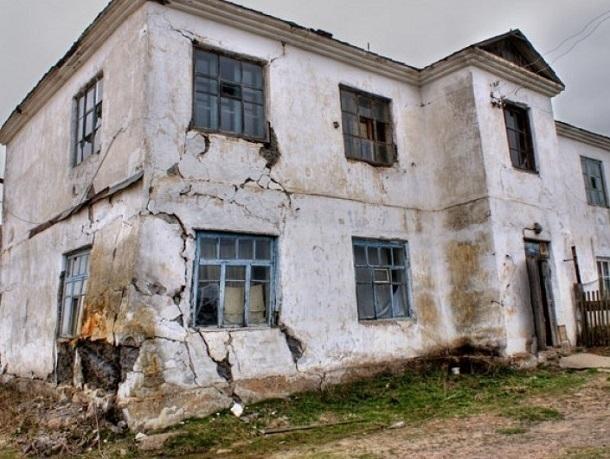 В заброшенном доме под Шахтами обнаружили тело 13-летнего мальчика
