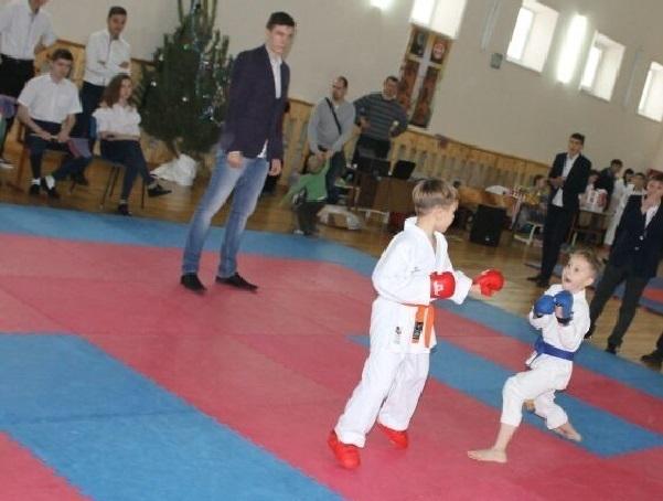 Клуб «Золотой Дракон» занял первое место в новогодних соревнованиях по карате в Шахтах