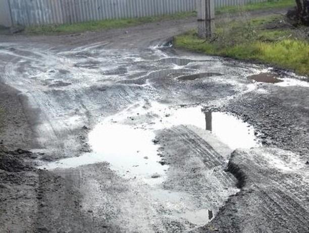 «Пройти невозможно, проехать нереально», - жалуются шахтинцы на 20-летний порыв воды