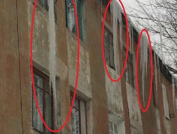 Ледяные сталактиты выросли на ГРЭС в Шахтах